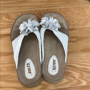 Kalso Earth Shoe White Leather Flip Flops 7
